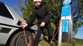 Intel sites in Oregon provide electric vehicle charging stations