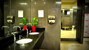Centro de bienestar: lavamanos activados por movimiento y libre de toallas de papel