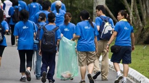 Voluteers Clean up at Botanical Garden